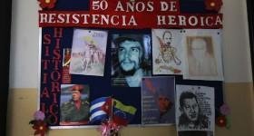 Cartelera de un centro de asistencia de médicos cubanos en Caracas | Foto: AP