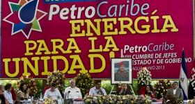 Más de 100 mil barriles diarios de crudo venezolano diarios recibe Cuba gracias a Petrocaribe|  Foto: AP